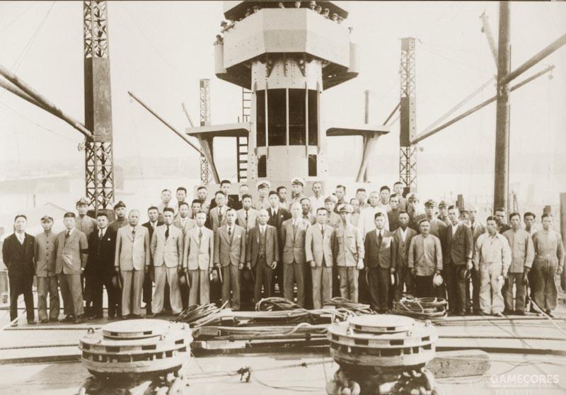 造舰人员合影,中间是日本总工程师神保總男