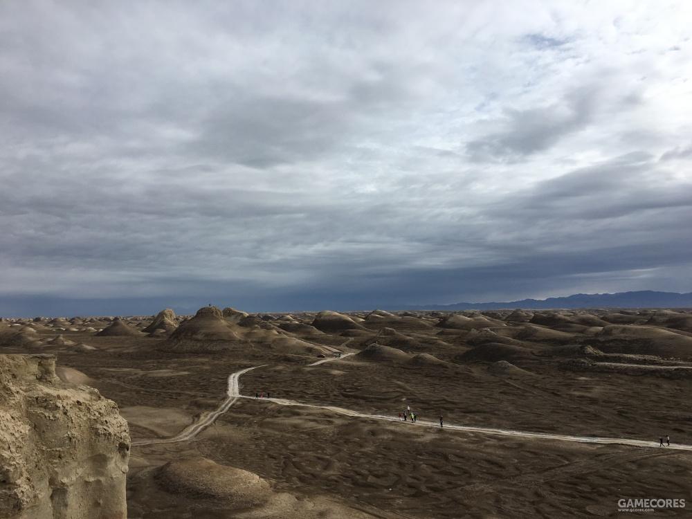 大家如果来玩一定小心别站悬崖边,风超大极其容易把人吹下去
