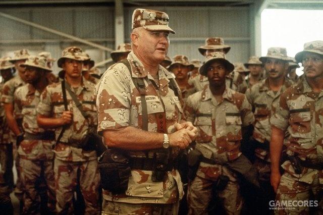视察部队并在机库中发表讲话的多国部队总指挥诺曼·施瓦兹科普夫上将