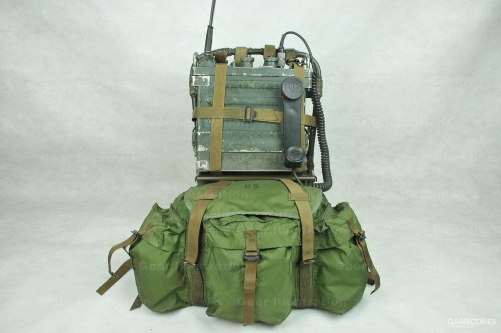 背架上半部分空间可携带其他物资,如弹药箱和电台等