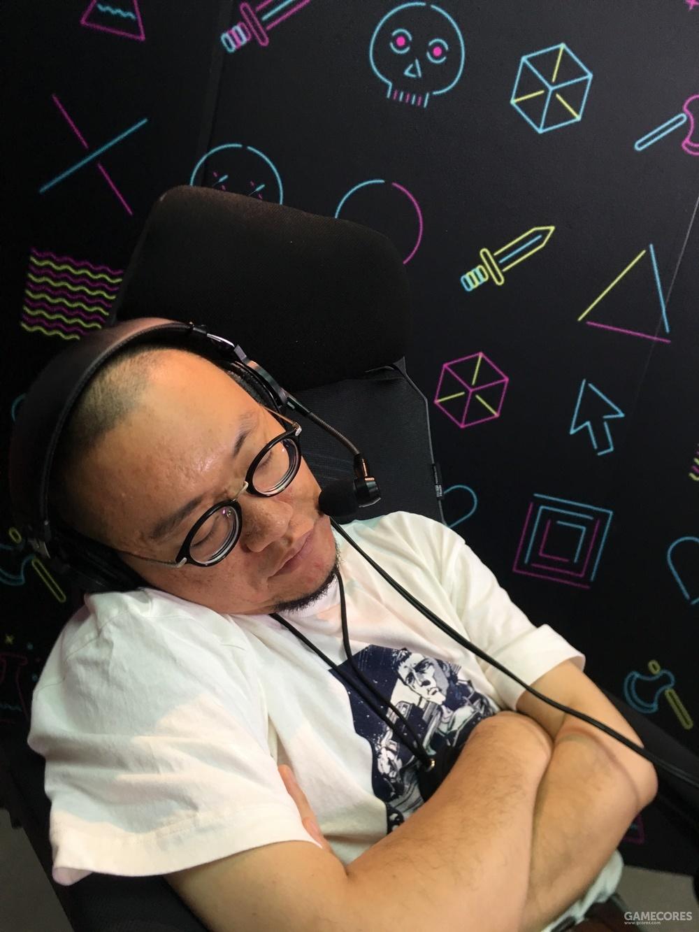 6月12日,直播E3 PC Gaming过程中睡着的西蒙