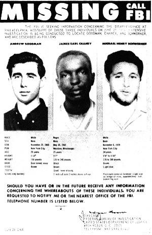 """密西西比州为了防止联邦权力的""""侵入"""",而于1956年成立""""州主权委员会""""。委员会在1977年被废除后,解密文件展示了8700个被三K党杀害的人名,施威纳、古德曼和钱尼也在其中。"""