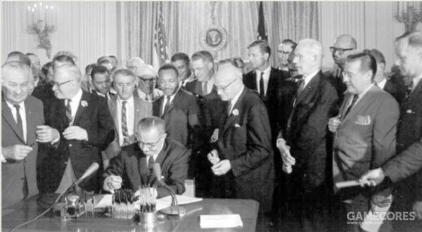 《民权法案》的通过使黑人成为当今美国一股不容忽视的政治力量,美国黑人的经济状况得到改善,教育程度也有所提高。