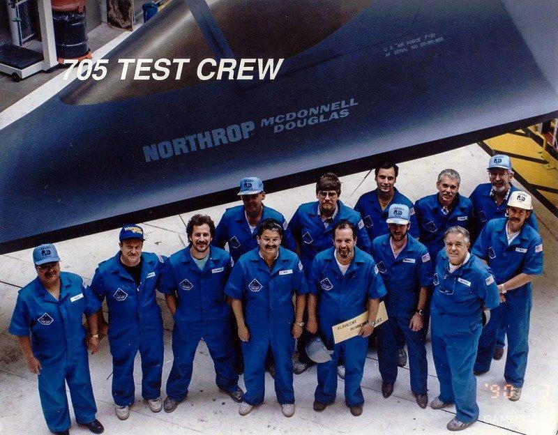 进行测试的F-23全尺寸RCS模型细节相比制造中的YF-23有所不同。