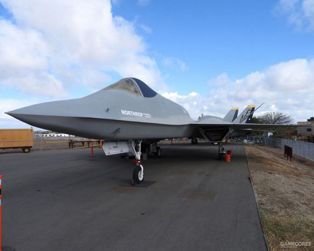YF-23上唯一专用于飞行测试的大气数据设备只有位于机鼻鼻锥下方作为总压探测口的L形探针。在正式设计上,获取总压数据的探针会设计在鼻锥端。