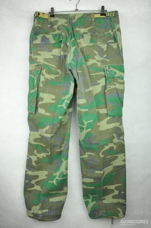 早期版迷彩裤子背面