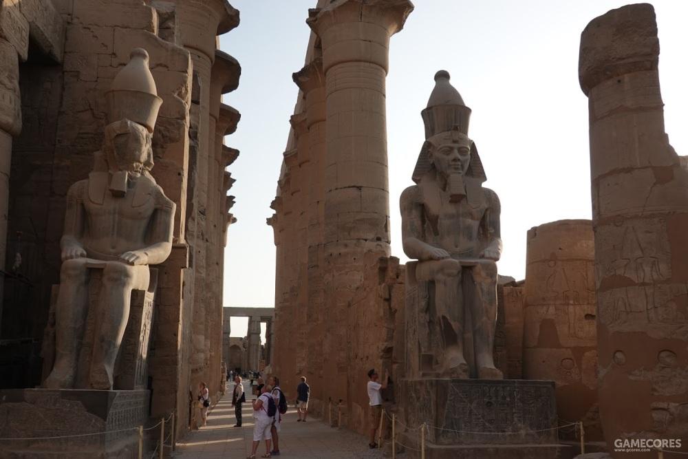 雕塑为拉美西斯二世