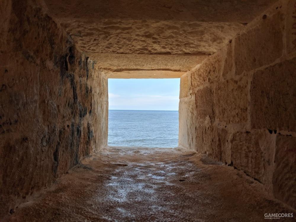 一个窗口,墙体厚度可见一斑