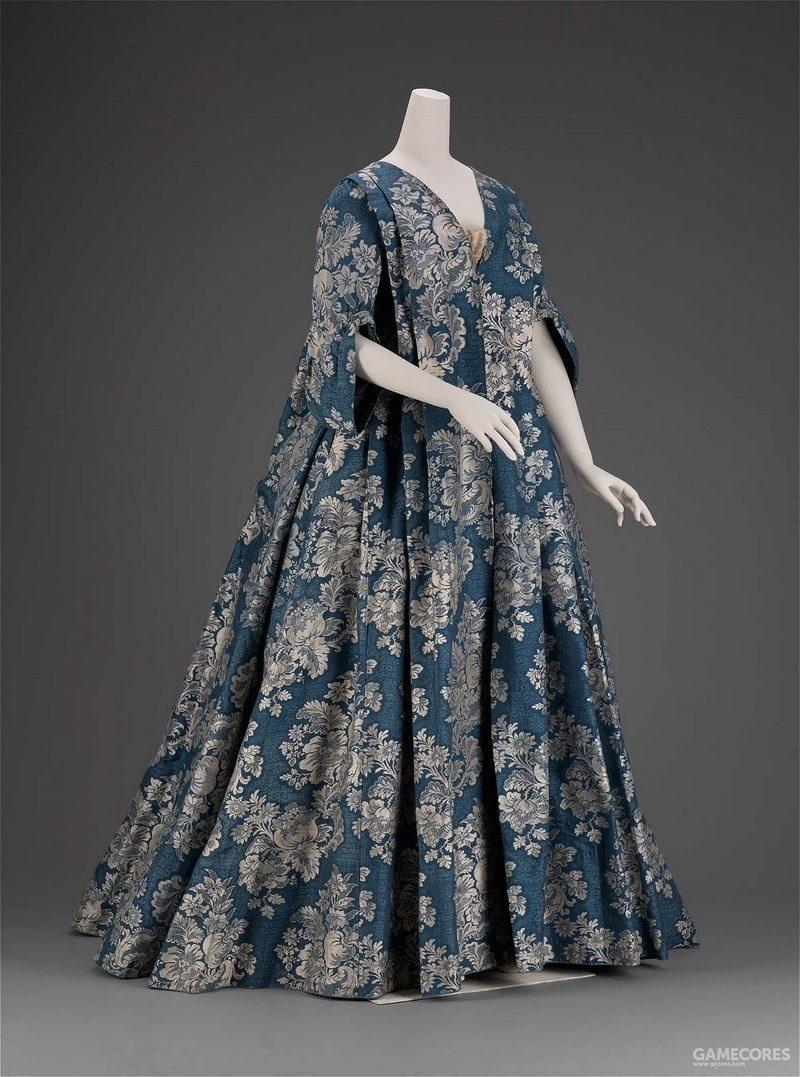 Robe Volante, c 1730 (MFA)