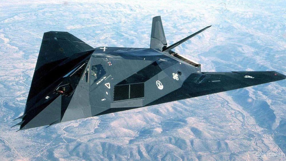 F-117的的进气口设计了格栅结构,通过1.9-3.8CM的网眼,来阻挡频率高于S波段的雷达波入射。以此避免雷达波直接照射发动机叶片形成巨大的反射信号。