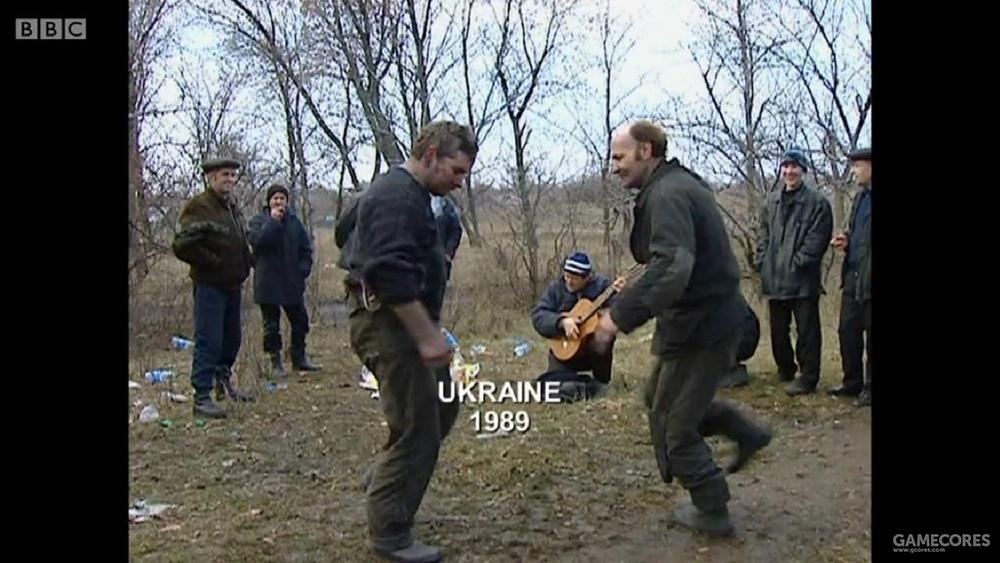 乌克兰,注意后边的人手里的吉他,这场景多像潜行者