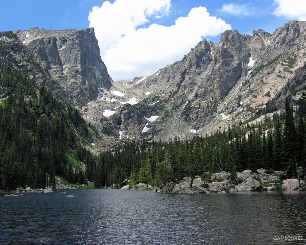 现实中的哈雷特峰与梦之湖