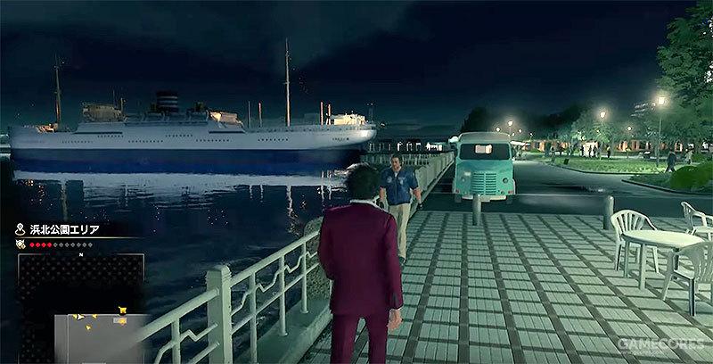 《人中之龙7》游戏中的场景:从便利店休息处远眺冰川丸