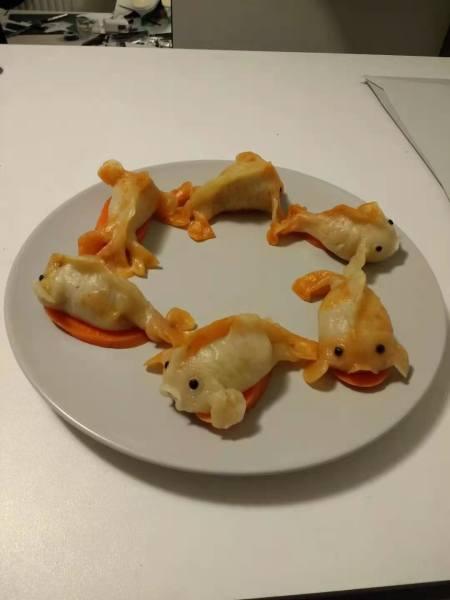 一个人的年夜饭,就简单点了:金鱼虾饺