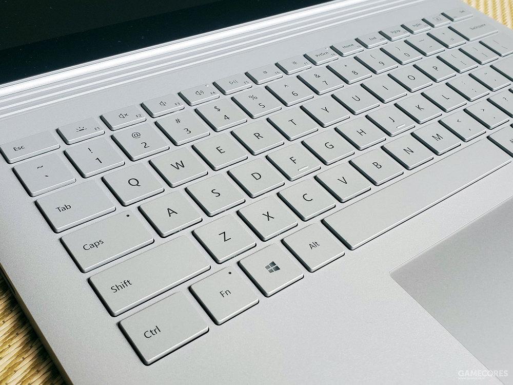键盘部分的贴合程度很舒适