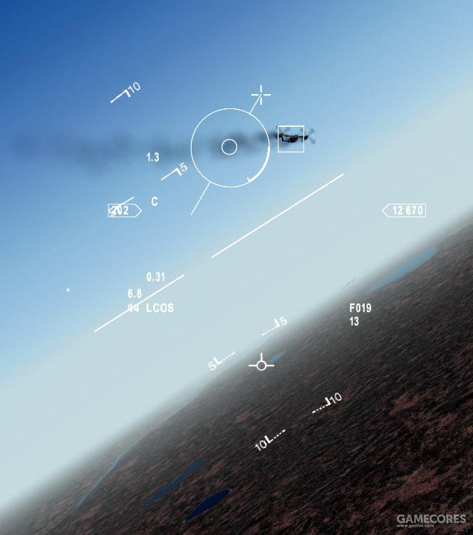 在LCOS模式下,F-16用圆圈和线段表示机炮炮弹的落点位置,同时用雷达标出距离(未锁定的话距离默认1500英尺)
