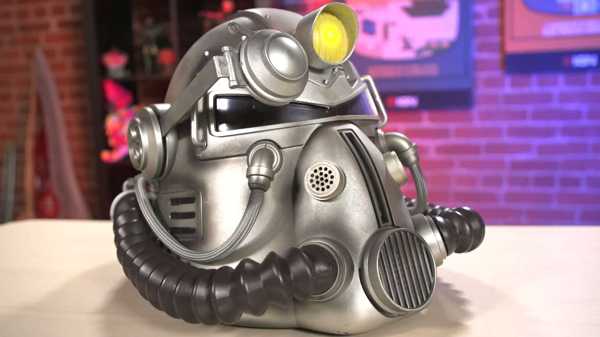 【戴上T-51的頭盔出門】分享一段《輻射 76》動力甲版本開箱視頻
