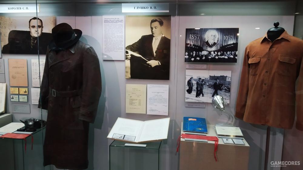 左为Королёв С. П. 谢尔盖·帕夫洛维奇·科罗廖夫  右为Глушко В. П. 瓦连京·彼得罗维奇·格鲁什科