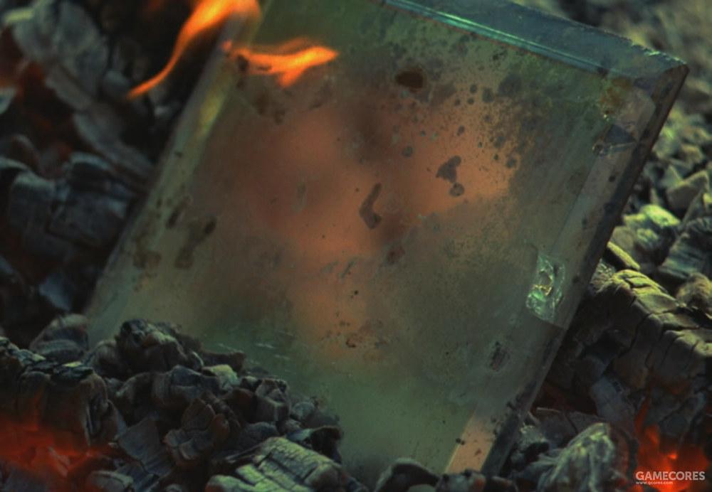 煤炭中被焚烧的镜子