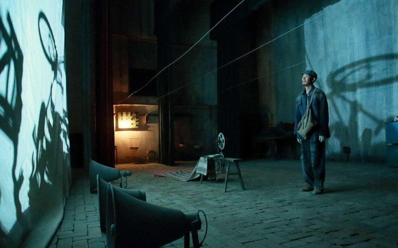 张艺谋执导电影《一秒钟》发布定档预告,11月27日全国上映