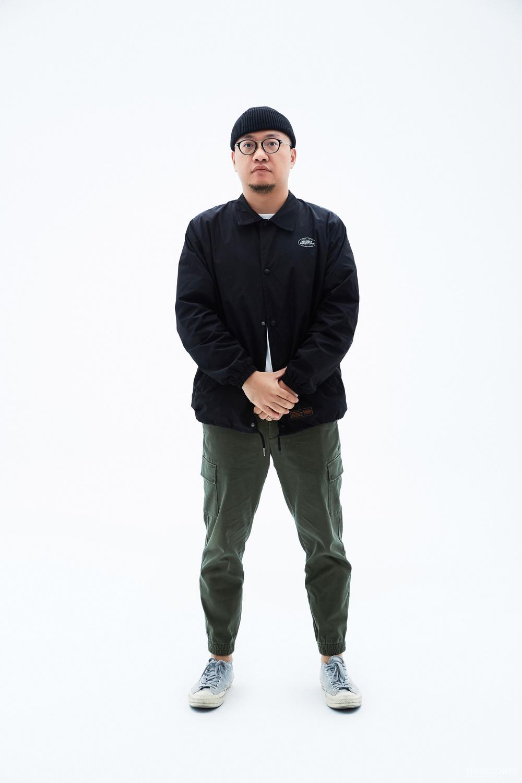 西蒙:180 cm/80 kg 身着 L 码