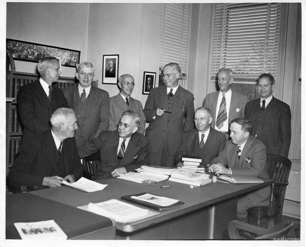 美国科学促进会于1848年9月20日在宾夕法尼亚州费城的自然科学院成立,它是世界上最大的基础科学学会,有12万多会员。该组织是著名科学期刊《科学》的出版商。该图片为1947年该组织的某次聚会。