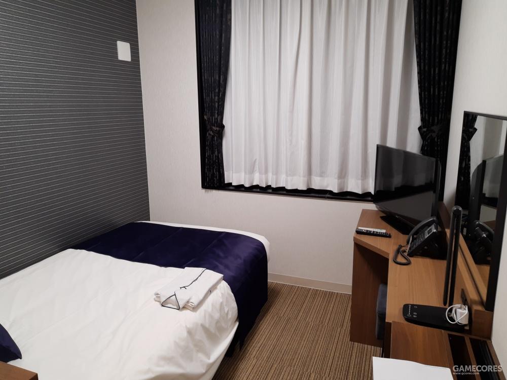 酒店只要满足洗漱和睡觉看电视的功能就可以了。
