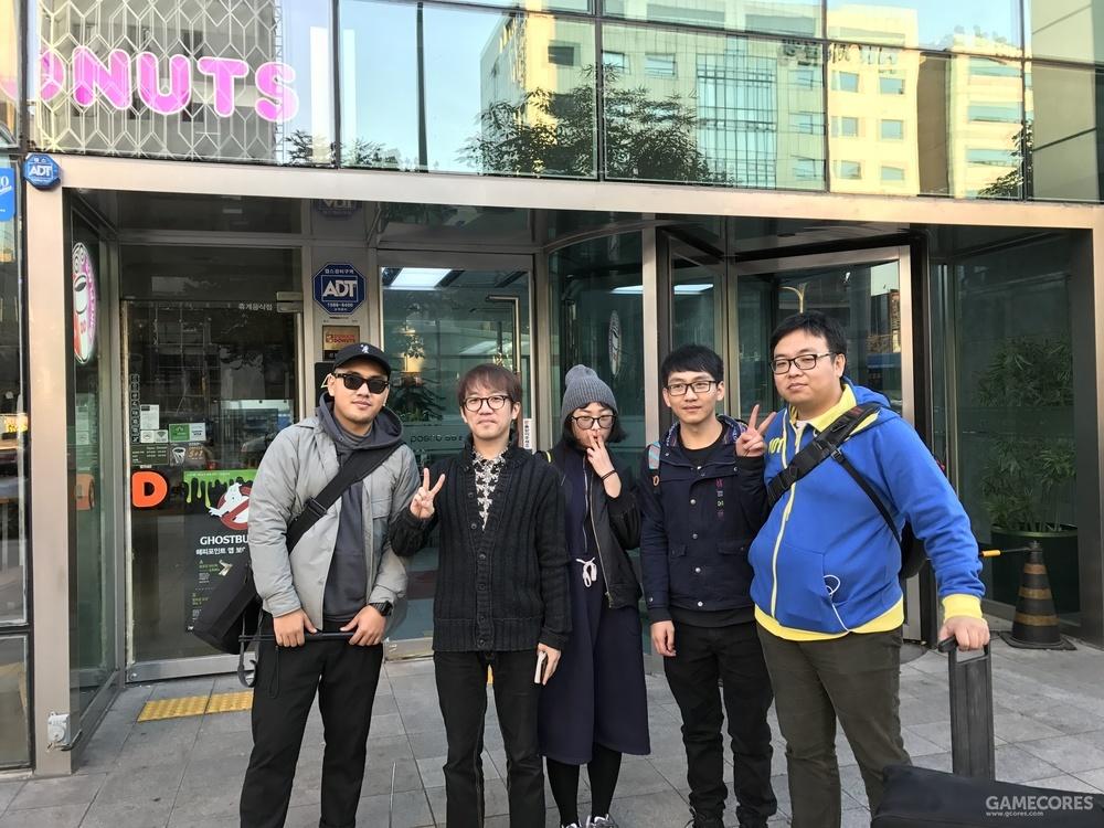 《仙境的传说》韩国拍摄期间的合影