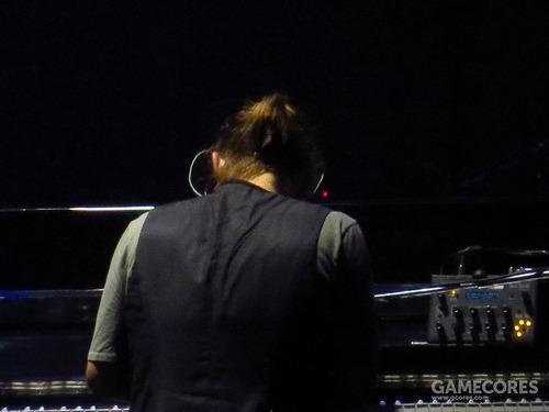 2012 Radiohead 巡演中出现的 Tetra。