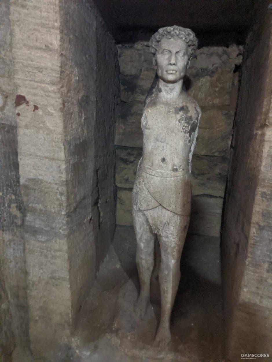 奇怪的雕像