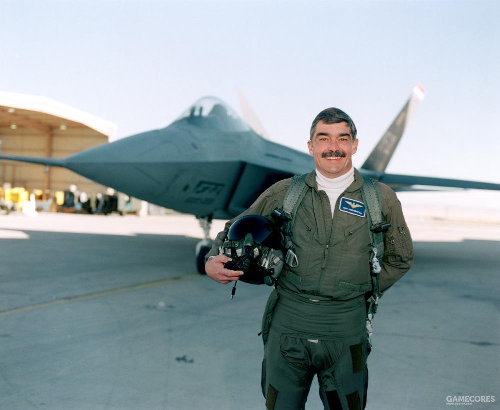 洛克希德公司的试飞员汤姆·摩根菲尔德( Tom Morgenfeld)完成了该次首飞。