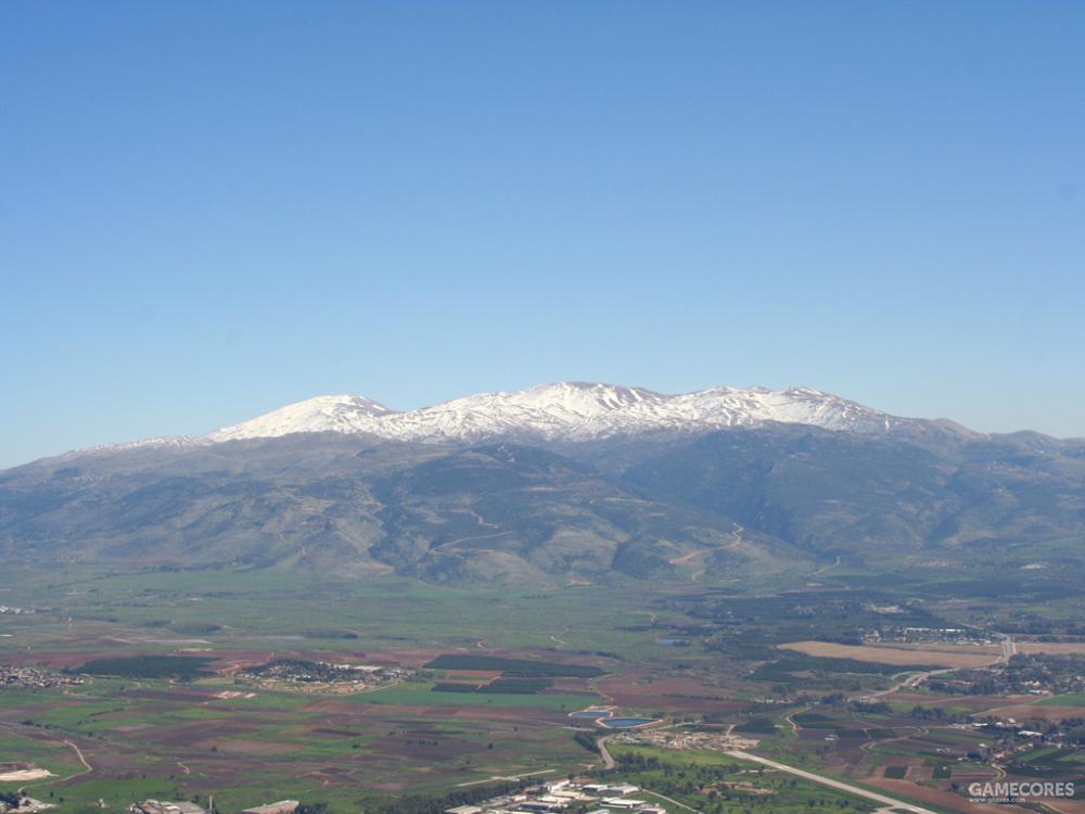 远眺巍峨的赫尔蒙山