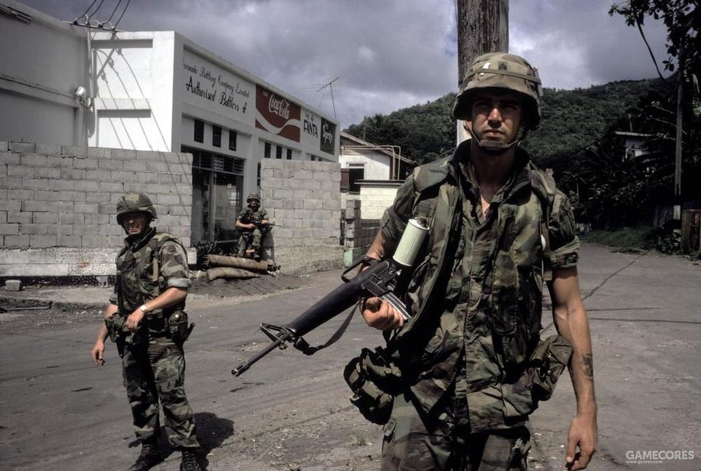 紧急暴怒行动中穿着PASGT的陆军82空降师士兵