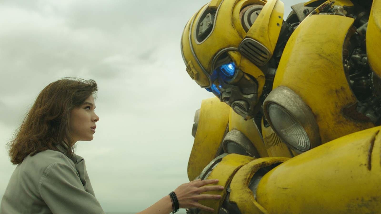 """《大黄蜂》发布""""经典归来""""制作特辑,导演称要让变形金刚形象回归 G1 经典造型"""